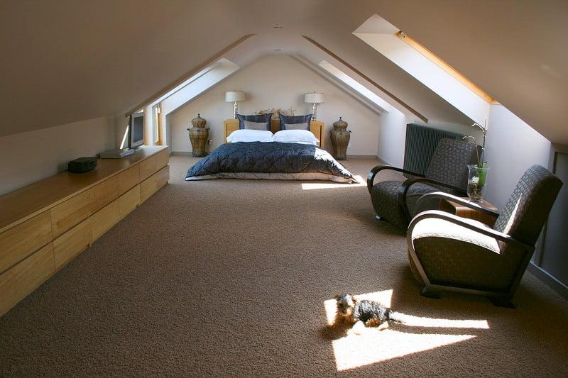Дизайн комнаты под крышей