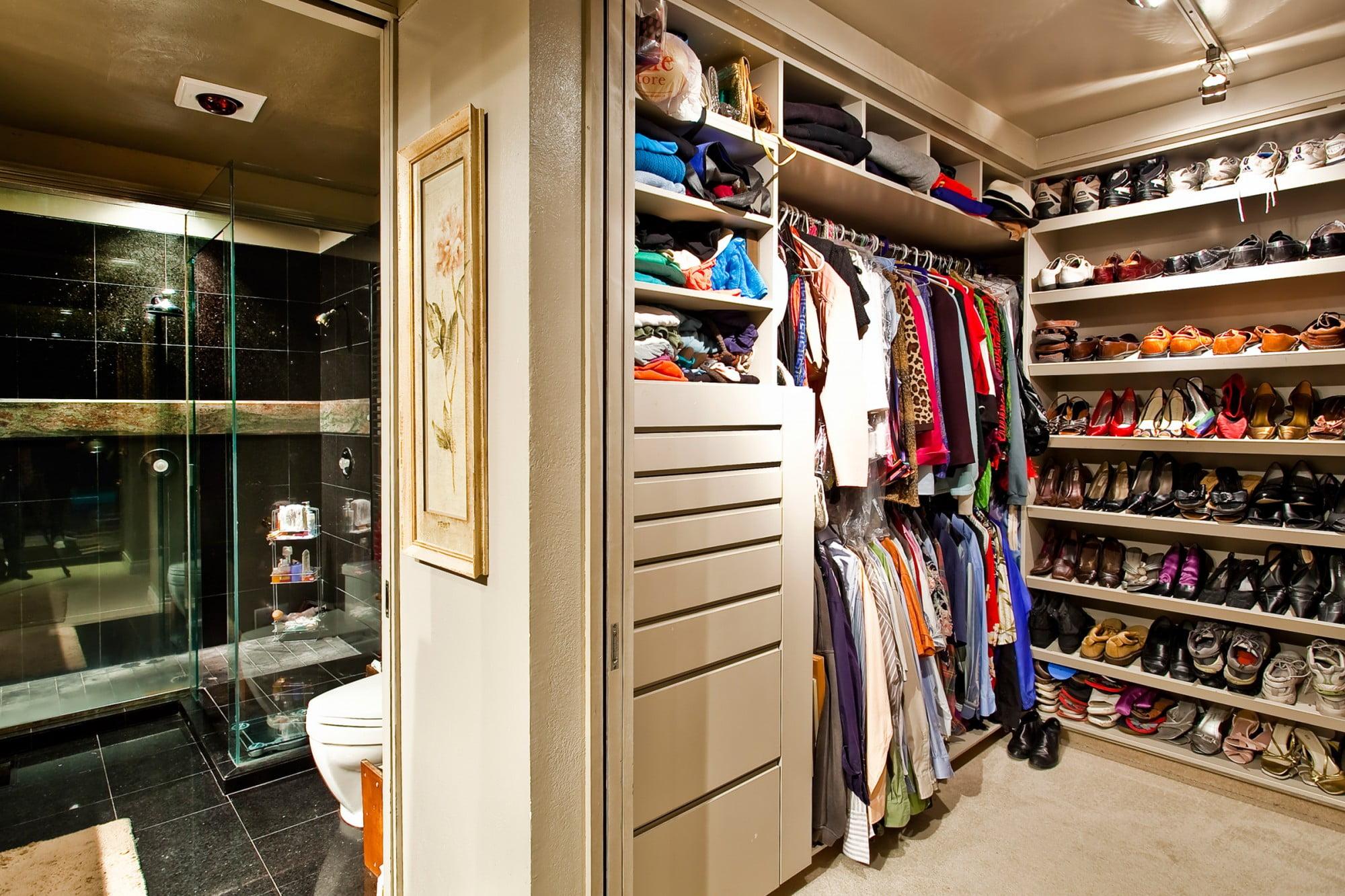 Дизайн маленькой гардеробной комнаты фото