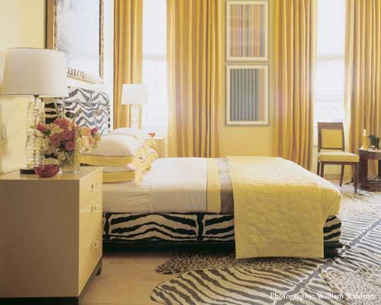 бледно желтая спальня