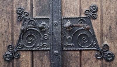 Украшения дверей на новый год своими руками