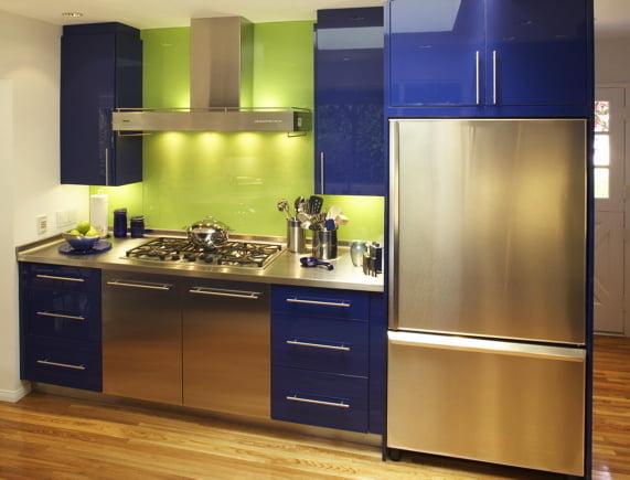 зеленый фартук и синиефасады