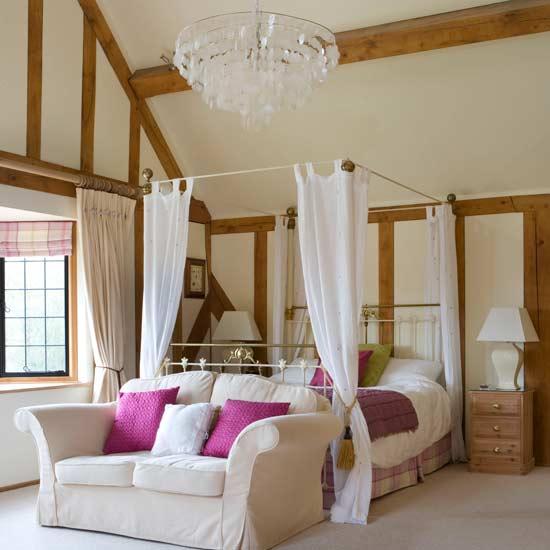 романтическая спальня в мансарде