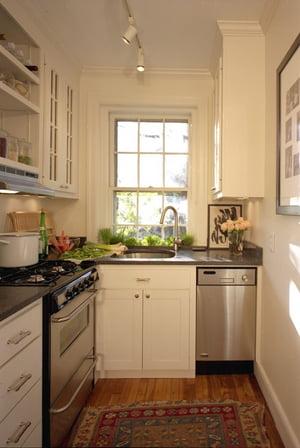 угловая узкая кухня