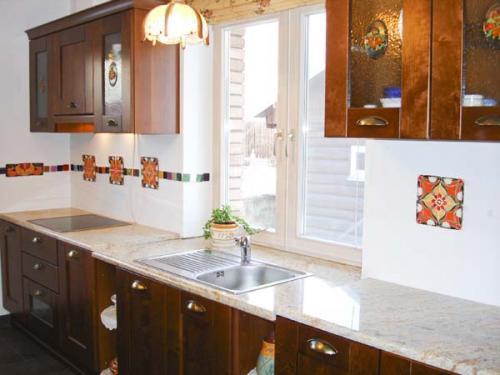 Кухня и окно дизайн