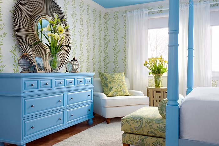 Бело голубая спальня