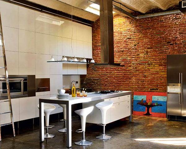 Кирпич в дизайне дома