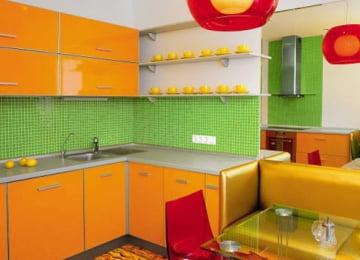 Интерьер кухни с диваном с доставкой